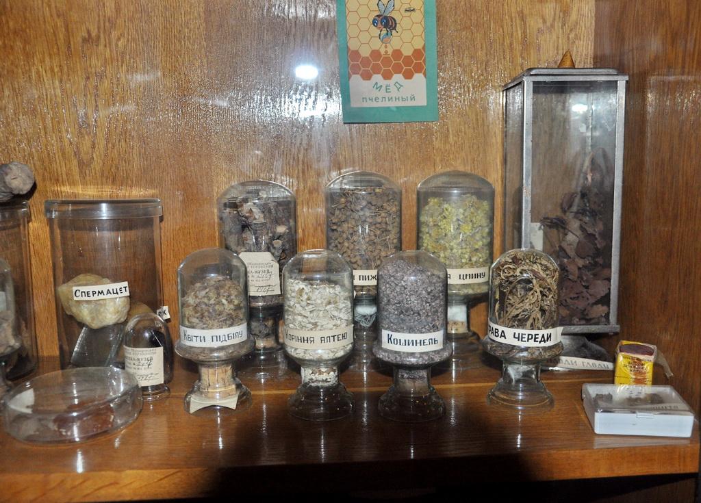 Лекарственные травы в экспозиции аптеки