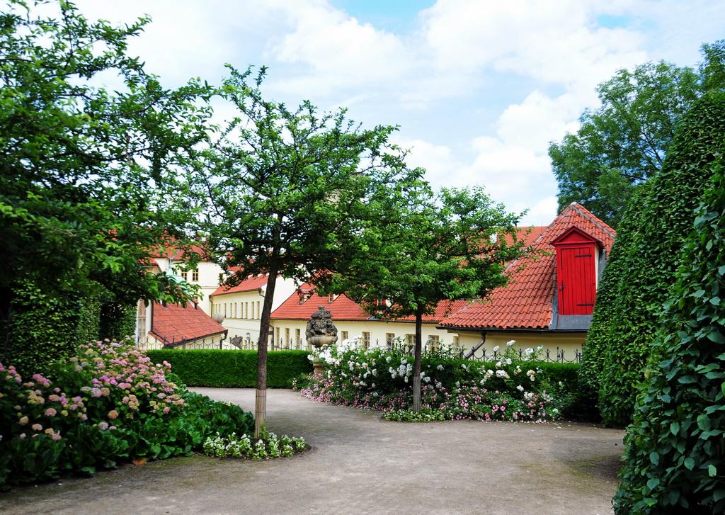 Тихие уголки Вртбовского сада