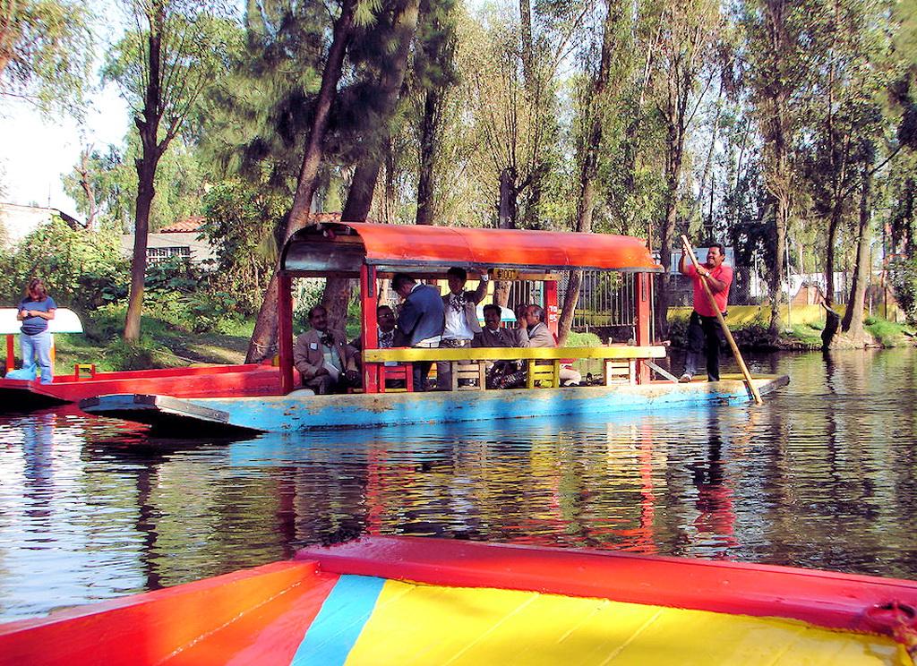 Экскурсия по каналам Сочимилько