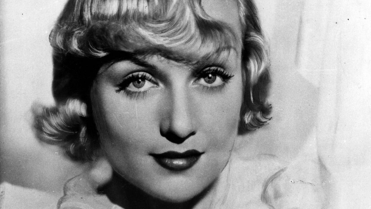 circa 1933: American actress Carole Lombard (Jane Alice Peters, 1908 - 1942) who starred in Mack Sennett's comedies before joining Paramount in 1930. She married and divorced actor William Powell, before marrying screen hearthrob Clark Gable. She died in an aircrash. (Photo by Hulton Archive/Getty Images)