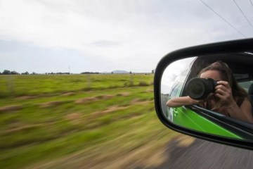 Searching for Alternative Australia // Part 1 Serena Renner, road to hat head, rear view mirror, selfie, camera, speed blur
