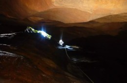Winter Canyoning at Tiger Snake Canyon // Newnes (NSW,) Warwick Harding, crack, slot, descent, abseil, sunlight, rope