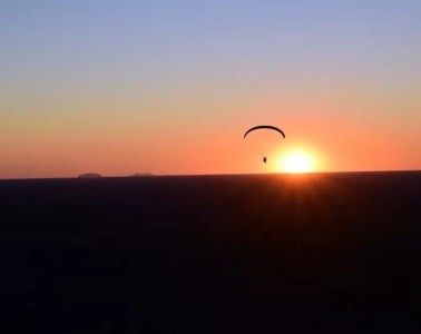 The Twins who Flew to the Australian Red Pole Henry Brydon, paramotor, sunset, horizon, sillhouette