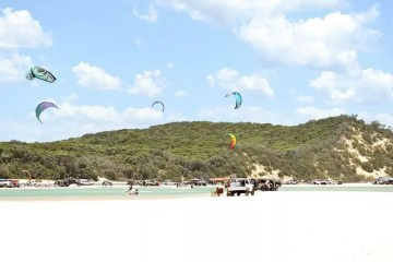 Escape to Double Island Point (QLD) Dan Parkes, windsurfers, kitesurfers, beach, cars 4WD, ocean