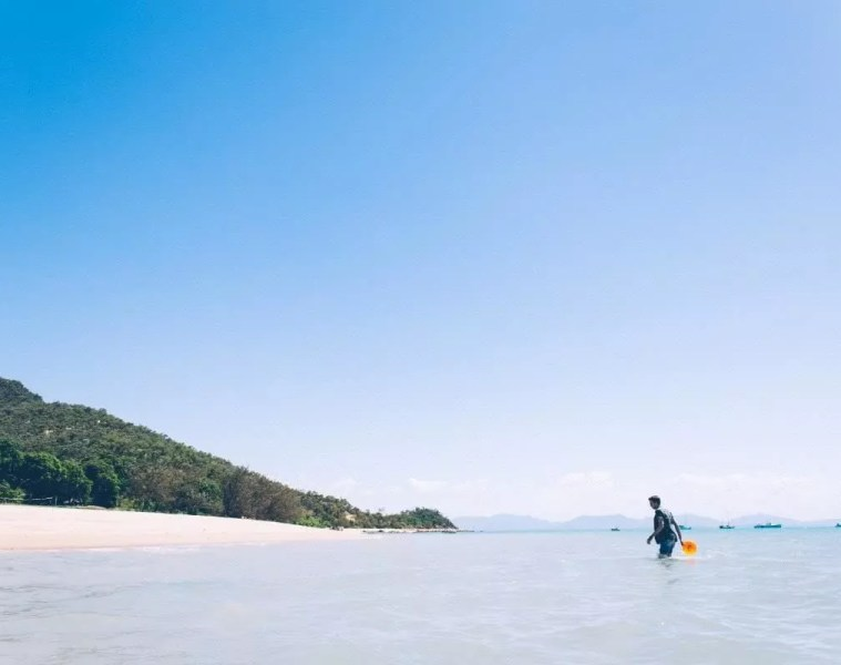 Whitsundays beach frisbee