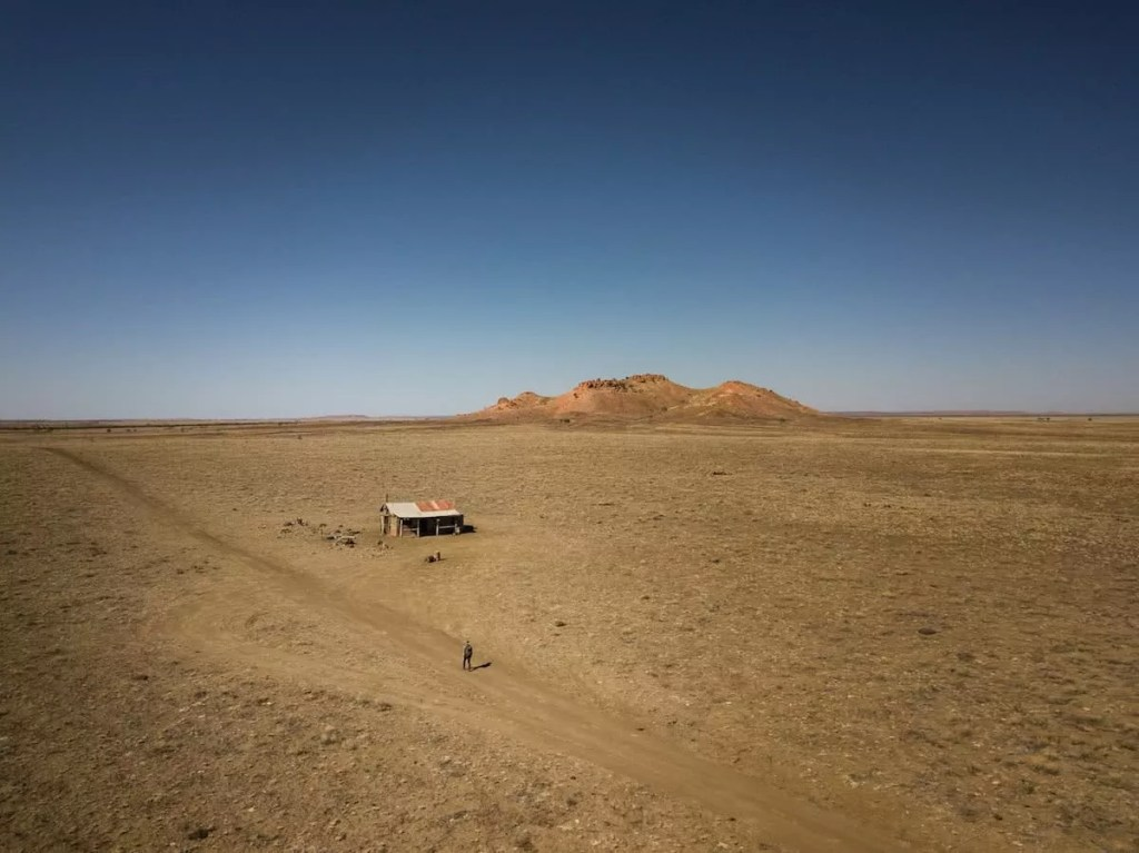 outback way rob mulally desolate hut