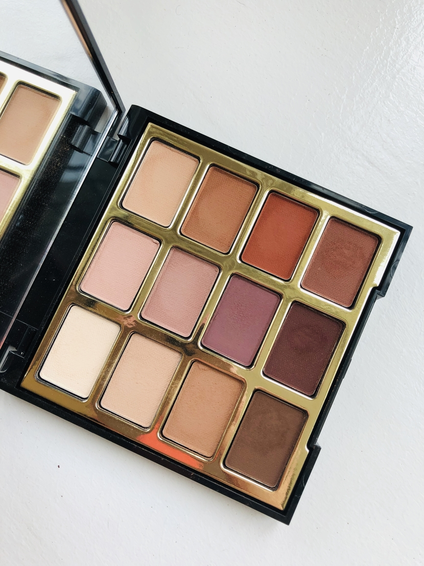 Milani Most Loved Mattes Eyeshadow Palette - interior