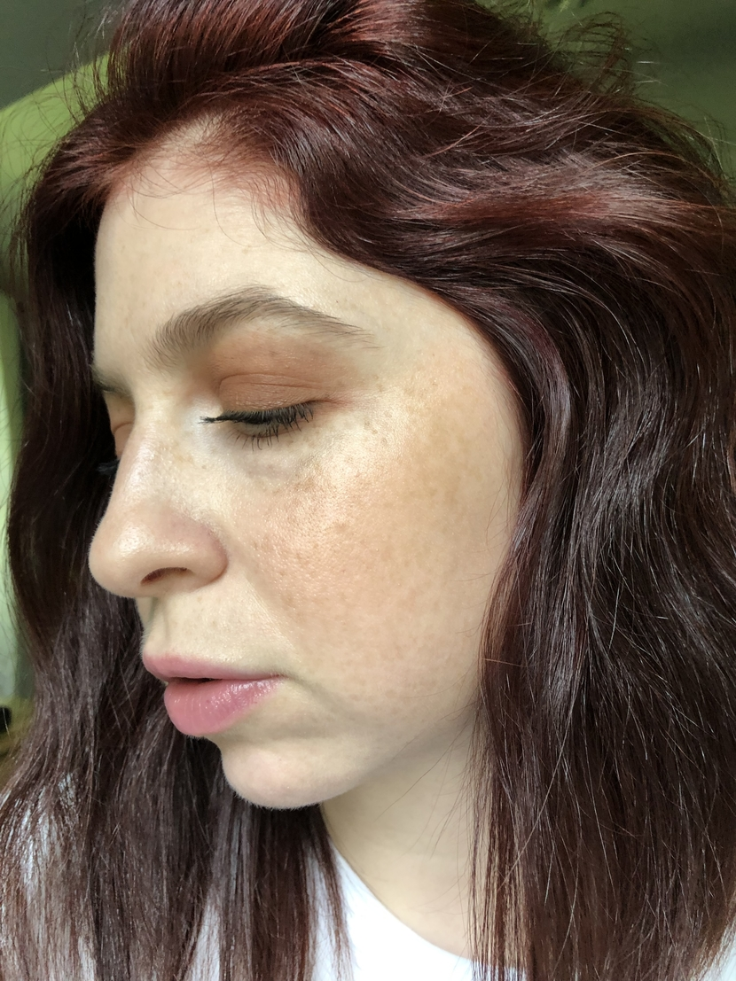 Side view of my skin after using Bare Minerals Complexion Rescue, with L'Oreal Lumi Glotion used as highlighter