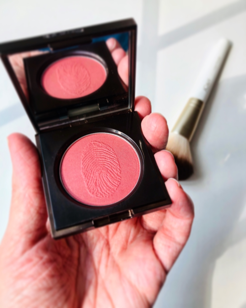 Use close compact of the Flesh Tender Flesh Blush in Pulse
