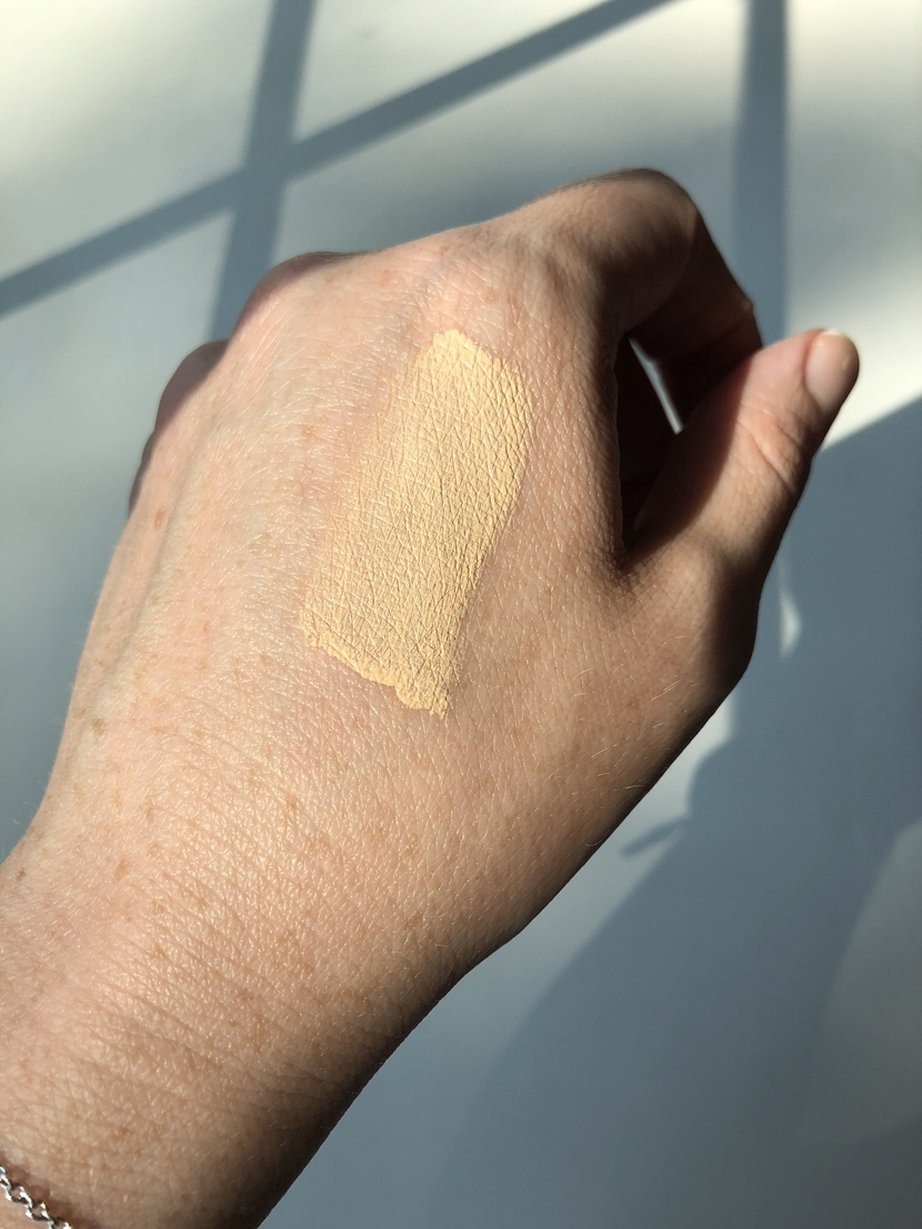 Neutrogena Hydro Boost Hydrating Tint, swatch of Classic Ivory