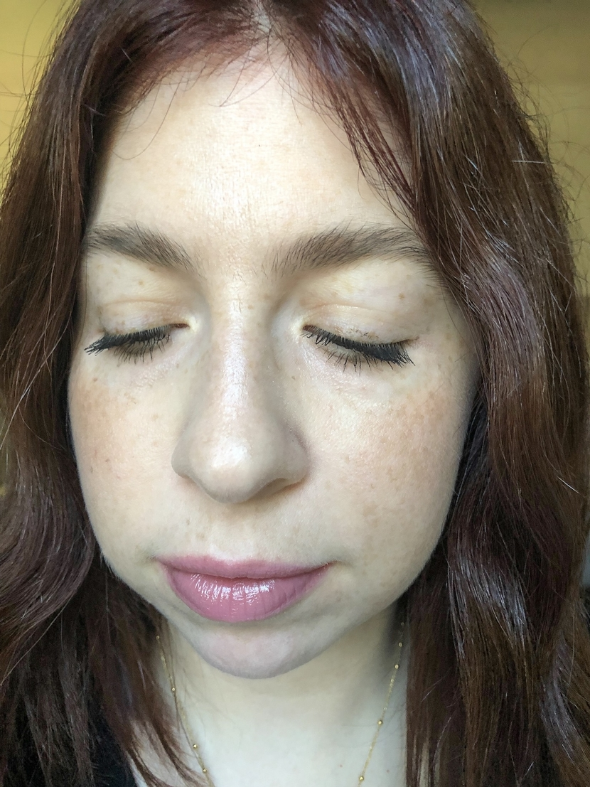 More detail showing two mascara application methods using Maybelline Snapscara. Left eye - brush wiggle, right eye - blinking.