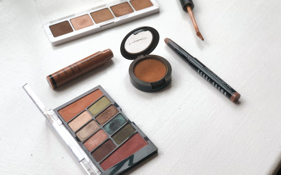 Like that grungy eye look? Try these sepia eyeshadows!