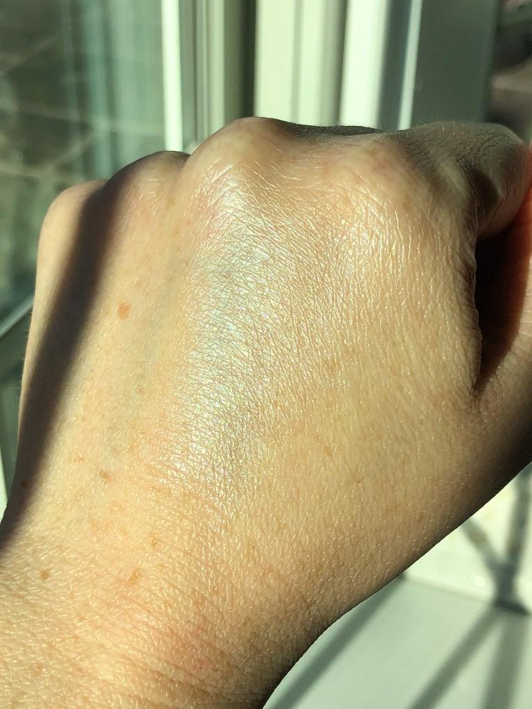 Swatch of The Organic Skin Co In The Spotlight Luminizer in Lunar