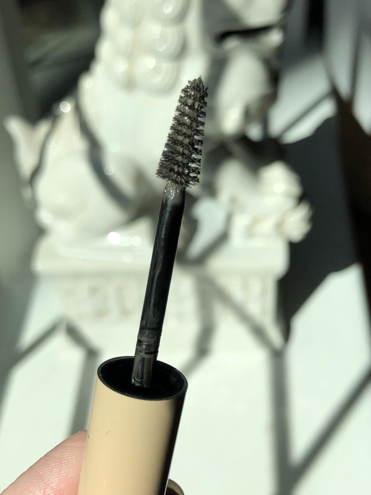 Persona Cosmetics Swipe Up Brow Gel, close-up of brush
