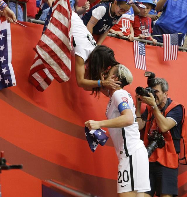 Abby Wambach kisses Sarah Huffman - FIFA WOMEN'S WORLD CUP 2015