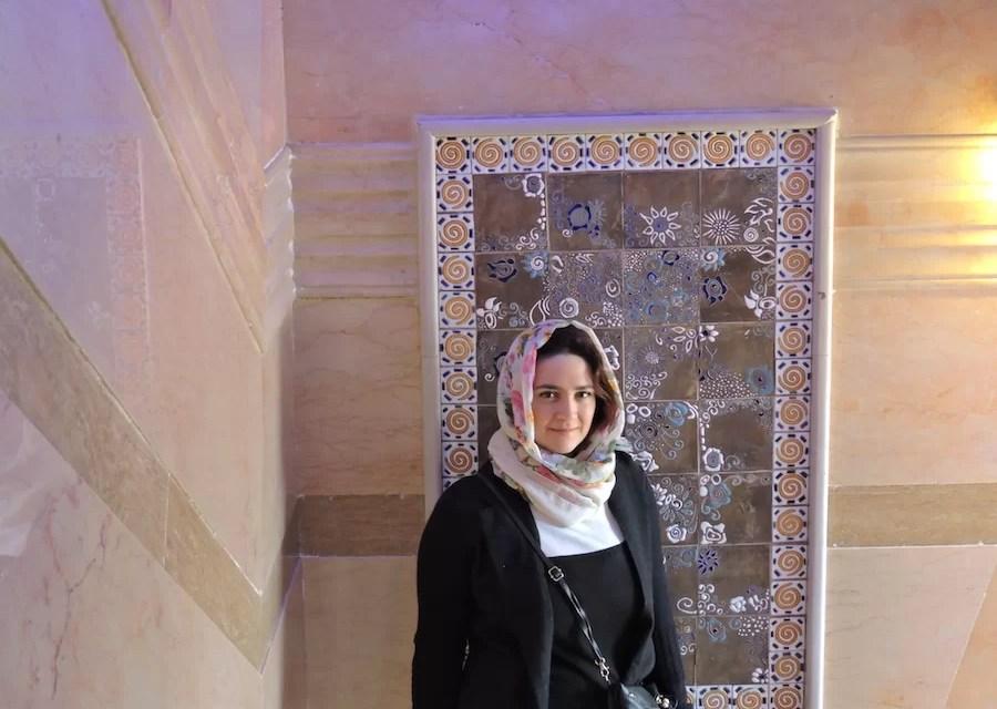 Io mentre indosso l'Hijab d'ordinanza all'interno dell'hotel a Shiraz