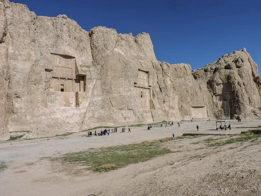 Vista di Naqsh-e Rostam and Naqsh-e Rajab