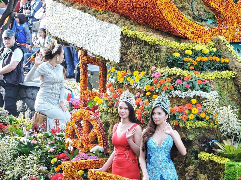 carri colorati per il panagbenga, festa dedicata ai fiori di Baguio