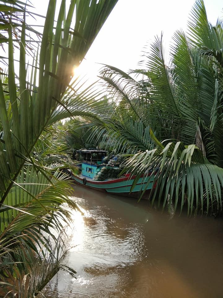 canali e barche sui canali del delta del Mekong vicino Ben Tre