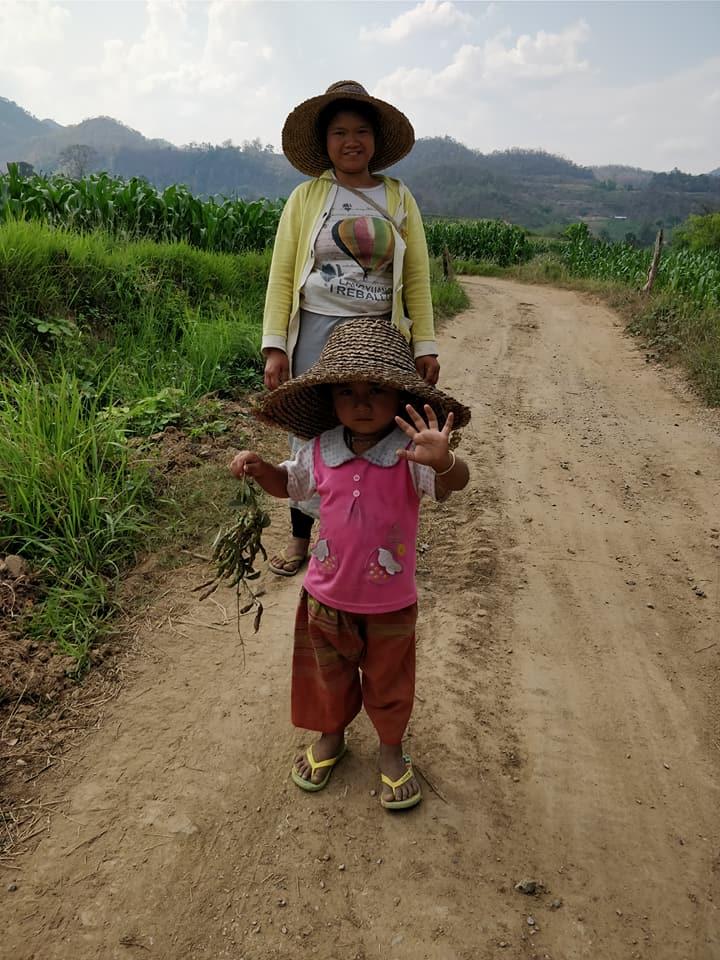 Saluti dolicissimi nelle campagne nei pressi di Hsipaw