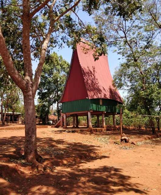 Rong House (una specie di sala comune) della popolazione Janar a Kon Tum