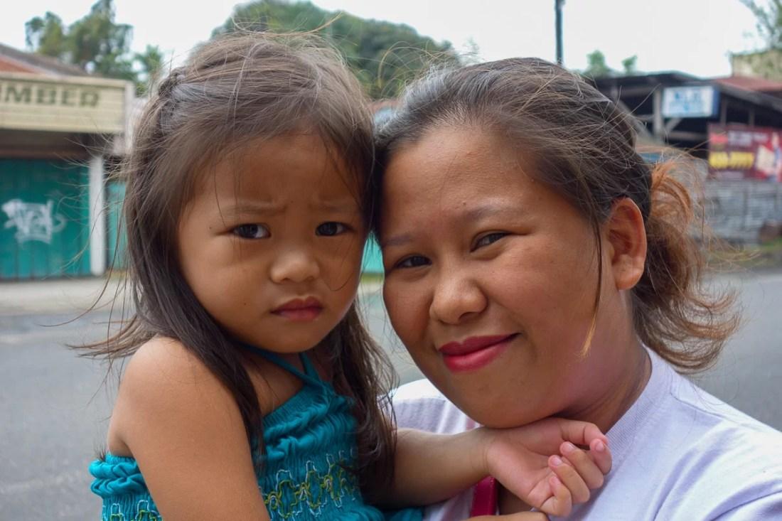 signore sorridenti a iloilo nelle filippine