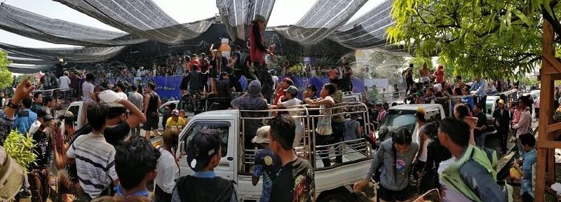 La parata al Thingyan Water Festival di Mandalay sulla strada 86