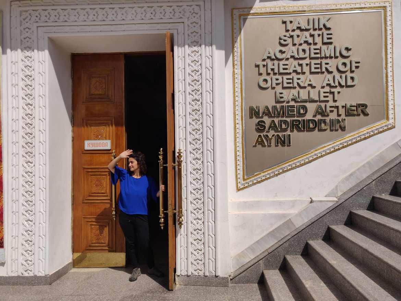 L'ingresso del teatro dell'Opera di Dushanbe