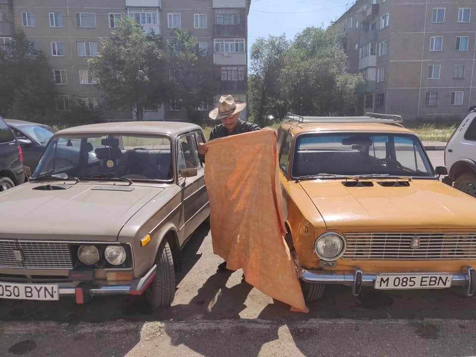 Vecchie auto a Shatinsk, paesino in mezzo alla steppa kazaka