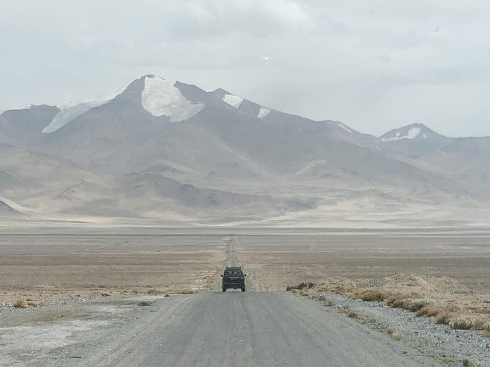 Il Pamir in tutta la sua vastità quasi giunti a Karakul
