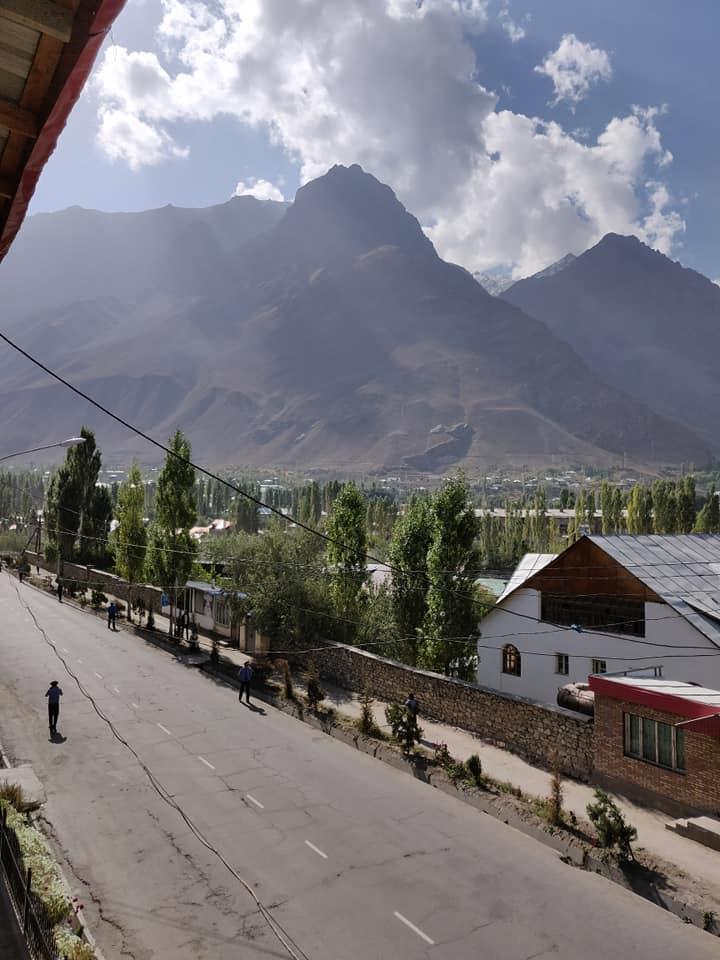 Vista delle montagne attorno a Khorog