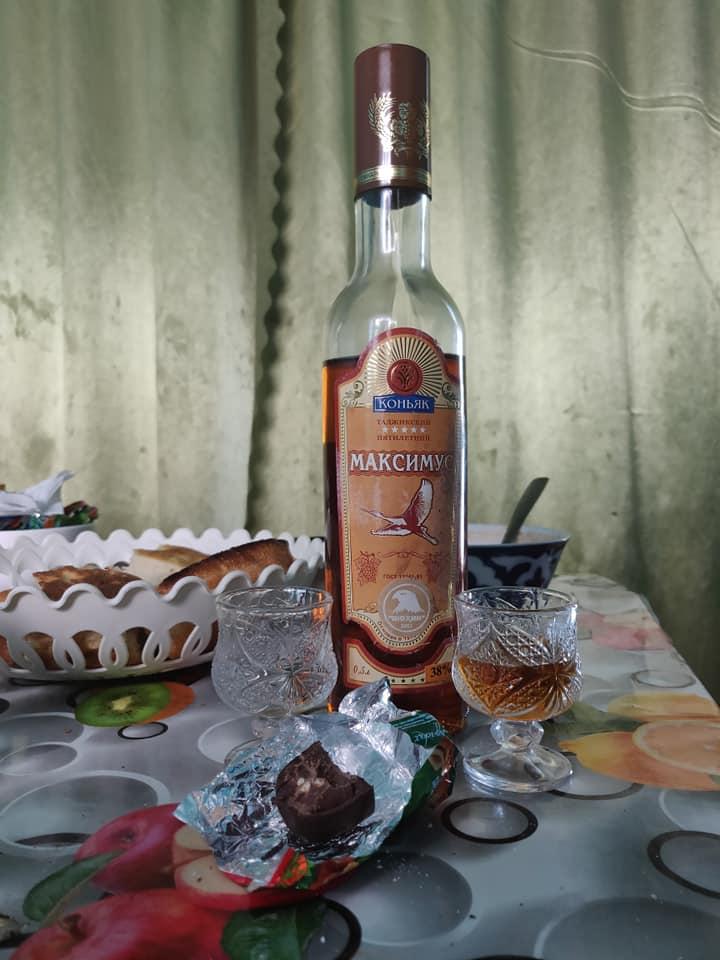 Il cognac è un prodotto tipico di tutta l'Asia centrale e anche qui in Tajikistan