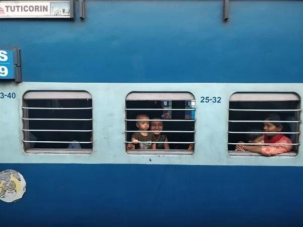 I treni indiani a lunga percorrenza hanno diverse classi: le principali sono la sleeper e la AC con aria condizionata