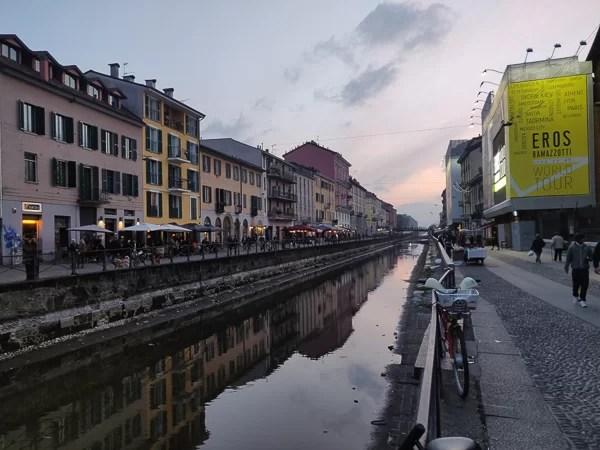 Il Naviglio grande di Milano al tramonto
