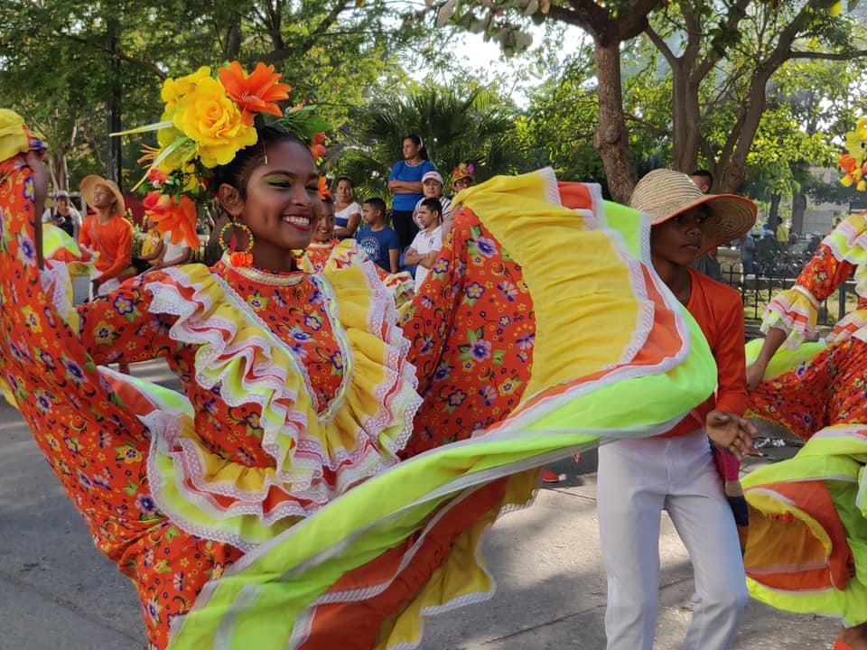 Costumi variopinti e salsa al festival del caiman nella capitale del realismo magico: Cienaga in Colombia