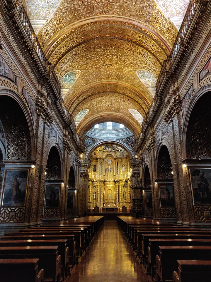 Chiesa della compagnia di Gesù nel centro storico di Quito, con gli interni completamente in oro