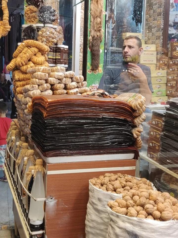 Sfoglie di marmellata condensata al mercato di Shaqlawa