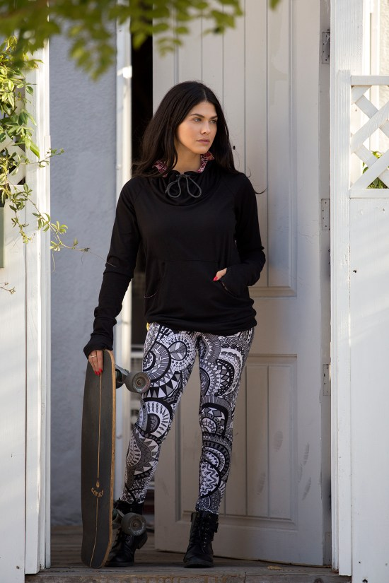 The Kanga Pullover_Black_The Comfort Legging_Gust_Lifestyle_Small 5.jpg