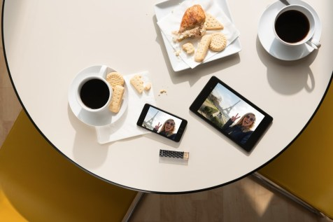Life: Connect Wireless Stick with smartphone/tablet - Image - Mo