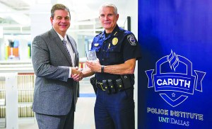 Chief Kowalski receives teaching award