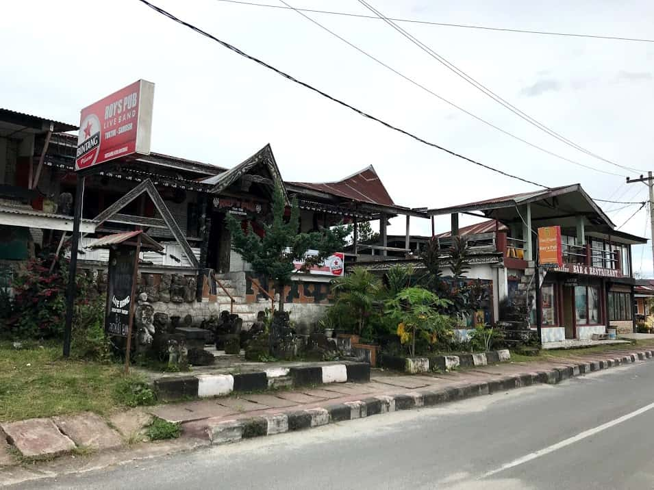 Roy's Pub Lake Toba