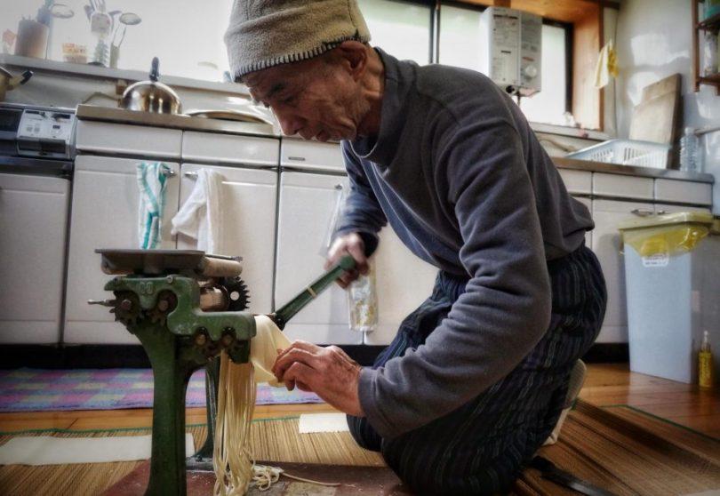 Jiho maakt Udon noodles