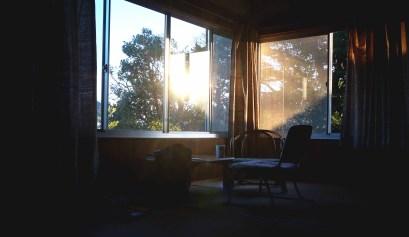 zon die door de ramen schijnt in Japan