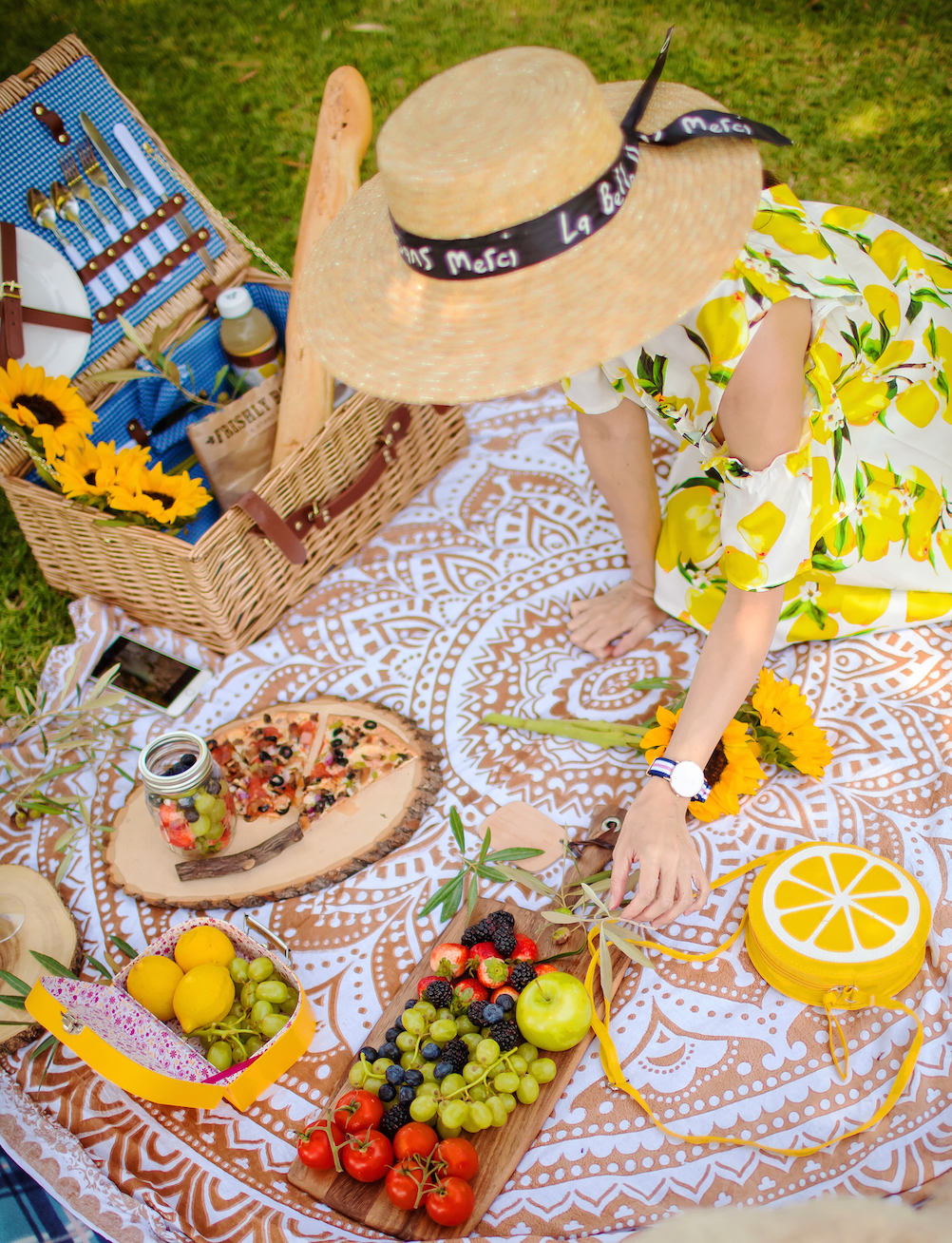 elegant-picnic-basket