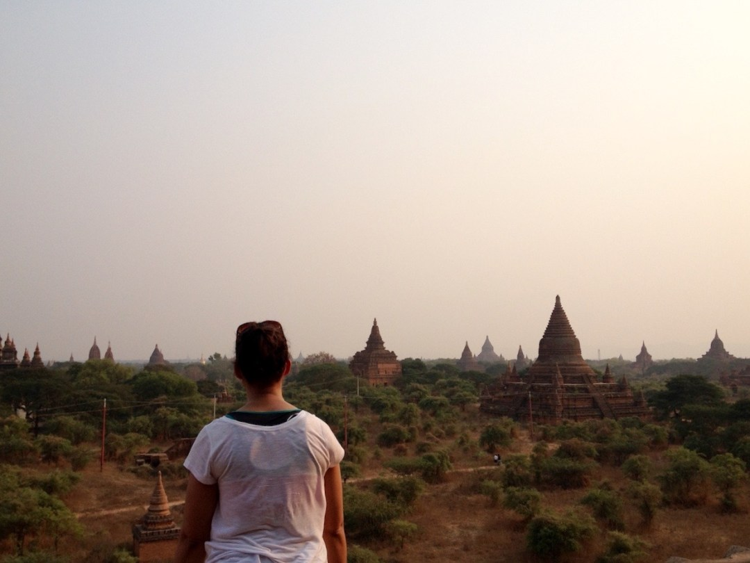 myanmar-looking-at-temples-bagan