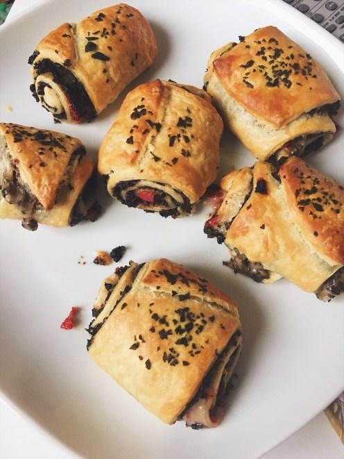 Feuilletés vegan olives mozza tomate