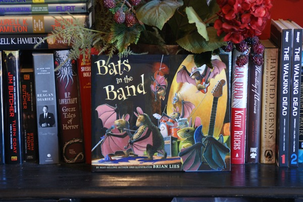 Bats in the Band by Brian Lies | wearewordnerds.com