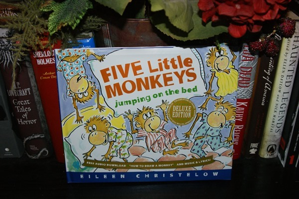 Five Little Monkeys Jumping on the Bed 25th Anniversary Edition (A Five Little Monkeys Story) by Eileen Christelow