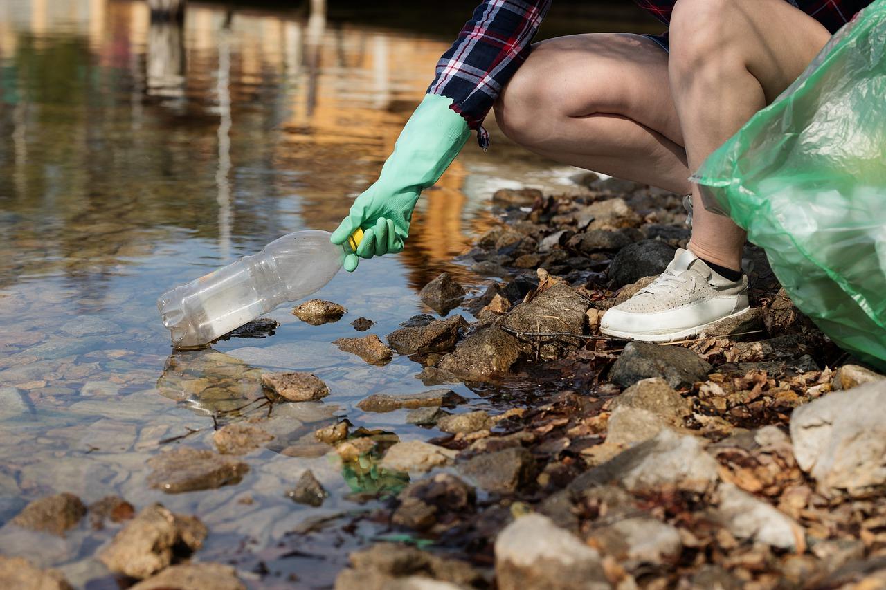 Weatenskappers vindet wyse üm mikroplastik te vangen med bakterien