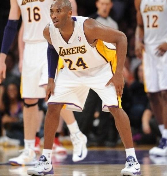 40b51091cbc Kobe Bryant gets Triple Double in Nike Zoom Venomenom III (3 ...